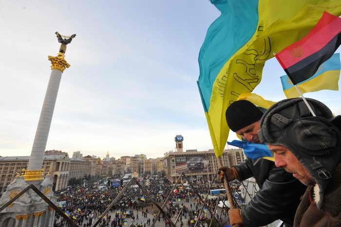 В настоящее время на Майдане Незалежности в Киеве находится около семи тысяч человек, их число постоянно растёт. Фото: VIKTOR DRACHEV/AFP/Getty Images