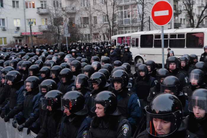 Несколько сотен военнослужащих внутренних войск МВД Украины переброшены из Крыма в Киев. Фото: SERGEI SUPINSKY/AFP/Getty Images