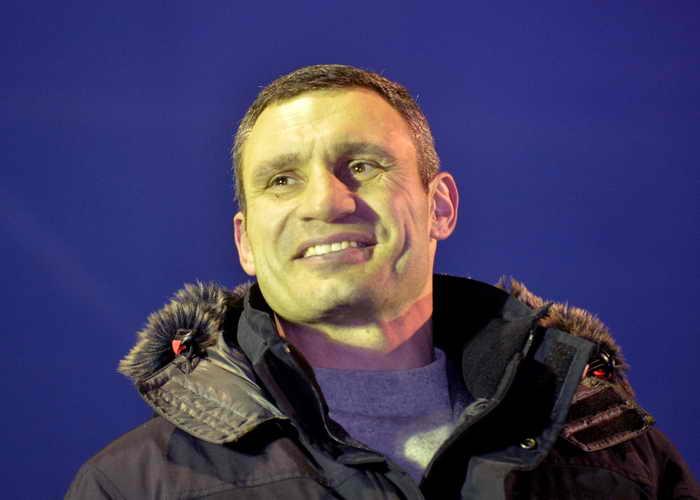Лидер партии «Удар» Виталий Кличко призывает протестующих оставаться на Майдане Независимости и встретить вместе Новый год. Фото: SERGEI SUPINSKY/AFP/Getty Images