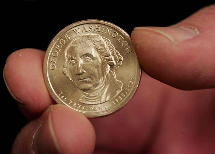 В американском штате Айдахо мэра небольшого городка выбрали с помощью подброшенной вверх монетки. Фото: Scott Olson/Getty Images