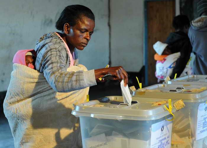 Зимбабве. Выборы Премьер-министр Зимбабве Морган Тсвангираи считает прошедшие выборы президента и членов парламента фарсом. Фото: ALEXANDER JOE/AFP/Getty Images