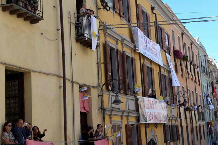 В Италии вдвое увеличилось число бедных людей. Фото: ALBERTO PIZZOLI/AFP/Getty Images