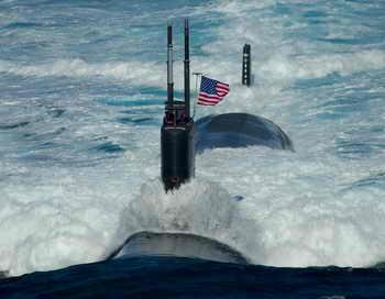 В США с субмарины запустили беспилотный летательный аппарат. Фото: Adam K. Thomas/U.S. Navy via Getty Images
