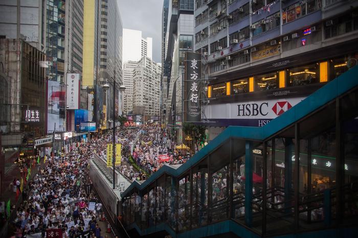 Сотни тысяч протестующих вышли на улицы Гонконга, требуя перехода к полной демократии, в день годовщины присоединения к КНР 1 июня 2013 года. Фото: Lam Yik Fei/Getty Images