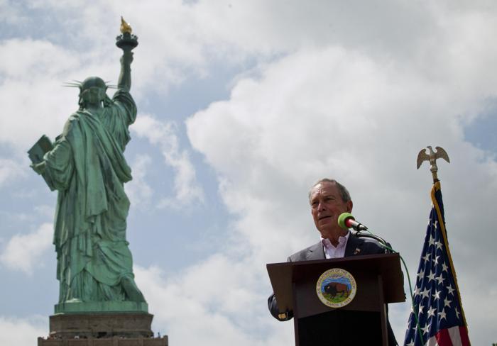 Майкл Блумберг выступил на церемонии открытия Статуи Свободы в День независимости США 4 июля 2013 года. Фото: Kena Betancur/Getty Images