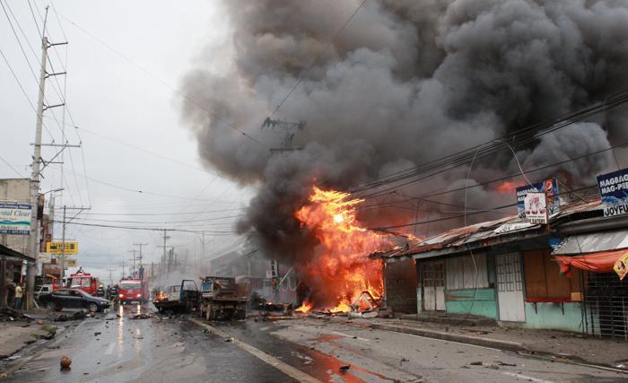 Не менее шести человек погибло и 29 получили ранения в результате теракта на юге Филиппин 5 августа 2013 года. Фото: Jeoffrey Maitem/Getty Images