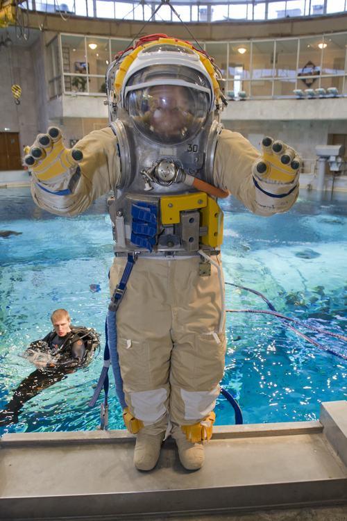 Космонавт Олег Артемьев принял участие в предполётной подготовке в центре им.Гагарина 5 декабря 2013 года. Ему предстоит отправится к МКС в марте 2014 года. Фото: -/AFP/Getty Images