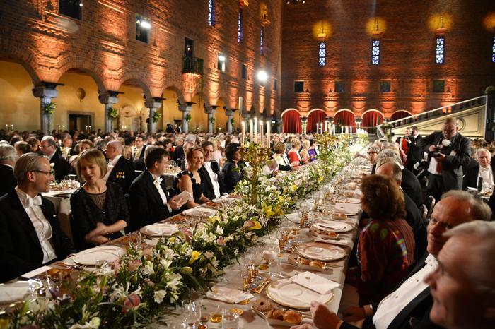 Банкет и Нобелевский бал прошёл в Ратуше после церемонии вручения Нобелевской премии 2013 в Стокгольме. Фото: Pascal Le Segretain/Getty Images