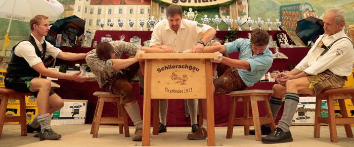 Юбилейный, 60-й баварский чемпионат по вольной борьбе на пальцах (Fingerhakeln) прошёл 11 августа 2013 года в Фельдкирхен-вестерхам (Германия). Фото: Johannes Simon/Getty Images