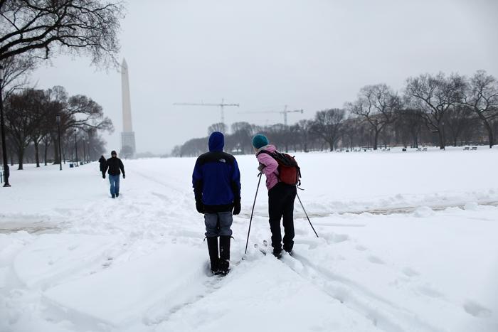 Люди на беговых лыжах на Национальном Молле 13 февраля 2014 года в Вашингтоне. Фото: Win McNamee/Getty Images