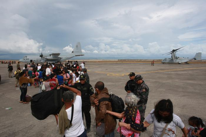 Супертайфун на Филиппинах заставил эвакуироваться сотни тысяч жителей. Фото: Jeoffrey Maitem / Getty Images