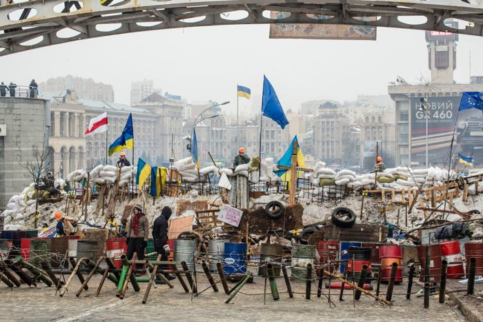 На главной площади Киева — Майдане Независимости — 13 декабря количество протестующих к вечеру, по разным оценкам, увеличилось от 4 до 10 тысяч человек. Фото: Brendan Hoffman/Getty Images