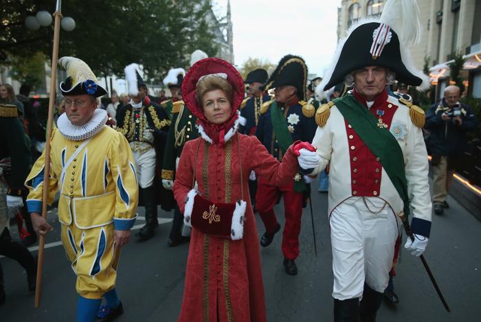 Актёры в роли короля и королевы Саксонии 16 октября 2013 года на церемонии открытия празднований 200-летия Битвы народов в Лейпциге, исторического сражения 1813 года. Фото: Sean Gallup / Getty Images