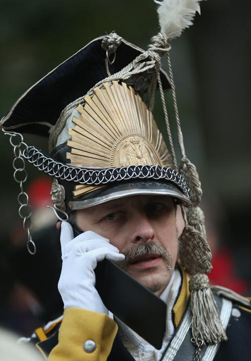 Актёр в роли солдата на церемонии открытия празднований 200-летия Битвы народов в Лейпциге, исторического сражения 1813 года. Фото: Sean Gallup / Getty Images