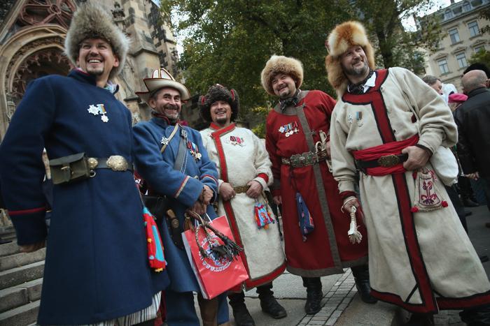 Актеры в роли башкирских солдат, служивших под русским царем Александром, на церемонии открытия празднований 200-летия Битвы народов, исторического сражения 1813 года. Фото: Sean Gallup / Getty Images