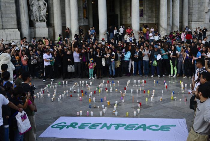 Акции протестов против задержания в России 30 активистов Гринпис прошли 16 ноября 2013 года в Мексике. Фото: Ronaldo Schemidt/AFP/Getty Images