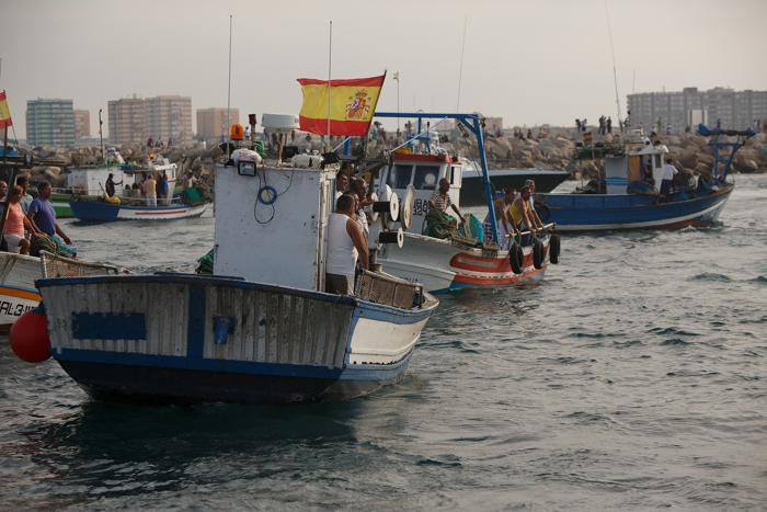 Акция протеста испанских рыбаков в море, недалеко от границы Испании и Гибралтара, 18 августа 2013 года. Фото: Pablo Blazquez Dominguez/Getty Images