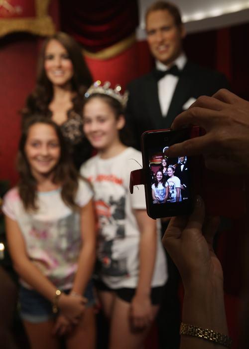 Первые фотографии с восковыми фигурами принца Уильяма и герцогини Кэтрин в Музее мадам Тюссо в Сиднее, 19 декабря 2013 года. Фото: Don Arnold/Getty Images