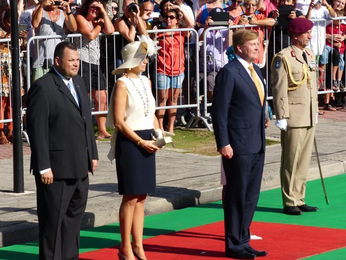 Король Нидерландов Виллем-Александр прибыл на остров Кюрасао вместе с супругой королевой Максимой 19 ноября 2013 года. Фото: Getty Images
