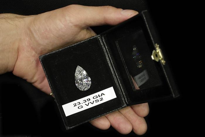 Бриллиант «Груша« стоимостью $2,6 миллиона. Фото: на выставке в Гонконге. Фото: Jessica Hromas/Getty Images