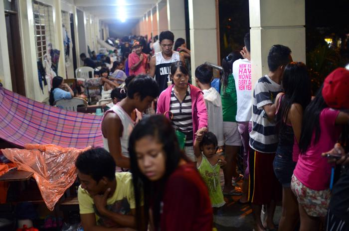 Число жертв наводнения в столице Филиппин достигло 8 человек к 20 августа 2013 года. Фото: Dondi Tawatao/Getty Images