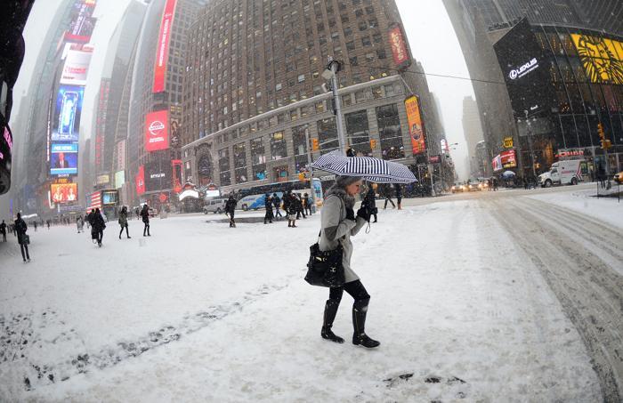 Быстродвижущийся холодный фронт принёс 21 января холода и метели в Нью-Йорк. Фото: EMMANUEL DUNAND / AFP / Getty Images