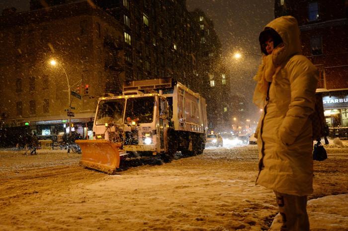 Быстродвижущийся холодный фронт принёс 21 января холода и метели в Нью-Йорк. Фото Фото: STAN HONDA / AFP / Getty Images