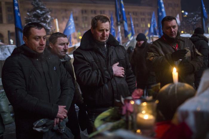 Протестующие в Киеве почтили память жертв политического конфликта в Украине 23 января 2014 года. Фото: Rob Stothard/Getty Images