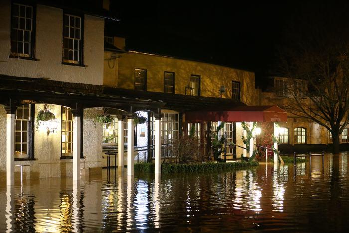 Шторм «Дирк», бушующий в Западной Европе, привёл в Великобритании к наводнениям и гибели пяти человек. Фото: Peter Macdiarmid/Getty Images