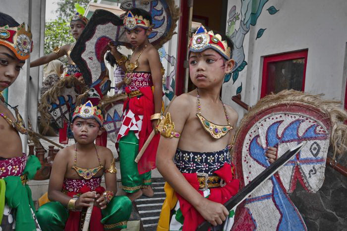 Новогодние праздники начали отмечать на индонезийском острове Ява 25 декабря. Фото: Ulet Ifansasti/Getty Images