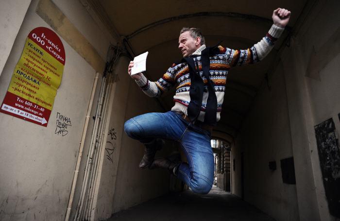 Маннес Убелс из Нидерландов, участвовавший в акции «Гринпис» «Арктика 30», получил паспорт и визу после более чем 3-месячного заключения и освобождения по амнистии. Фото: OLGA MALTSEVA/AFP/Getty Images