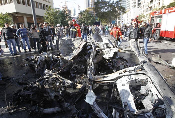 Мощный взрыв прогремел сегодня в центре Бейрута. Автомобиль, наполненный взрывчаткой, взорвался рядом со зданиями правительства. Фото: STR / AFP / Getty Images