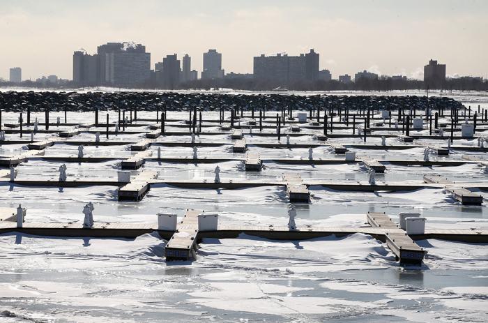 Температура воздуха в Чикаго уже опустилась до минус 20 градусов, и к 29 января ожидается её падение до минус 45 градусов. Фото: Scott Olson / Getty Images