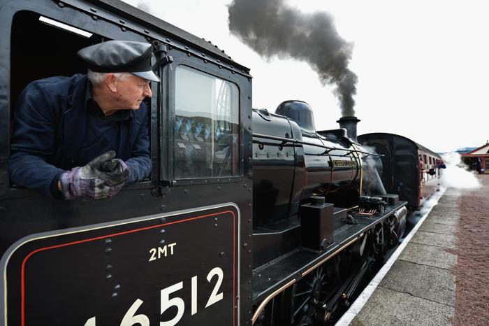 В Шотландии празднуют 150 лет со дня построения главной железнодорожной линии, которая летом 1963 году открыла путь на юг, а в сентябре связала Перт и Инвернесс над вершинами гор на высоте 450 м над уровнем моря. Фото: Jeff J Mitchell/Getty Images