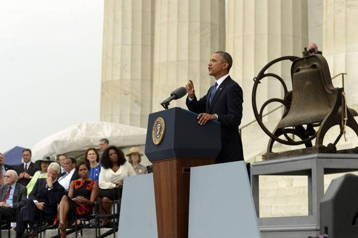 Барак Обама обратился с речью к гражданам США на церемонии, посвящённой 50-летию со дня исторического «Марша Вашингтона», 28 августа 2013 года на Мемориале Линкольна в столице США. Фото: Michael Reynolds-Pool/Getty Images