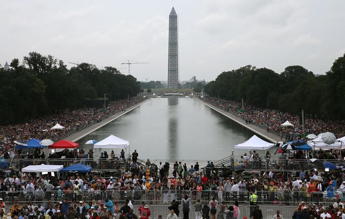 Десятки тысяч человек собрались на церемонии, посвящённой 50-летию со дня исторического «Марша Вашингтона», 28 августа 2013 года на Мемориале Линкольна в столице США. Фото: Mark Wilson/Getty Images