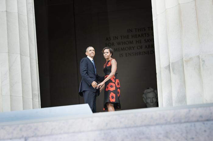 Президент США Барак Обама и первая леди США Мишель Обама на церемонии, посвящённой 50-летию со дня исторического «Марша Вашингтона», 28 августа 2013 года на Мемориале Линкольна в столице США. Фото: BRENDAN SMIALOWSKI/AFP/Getty Images