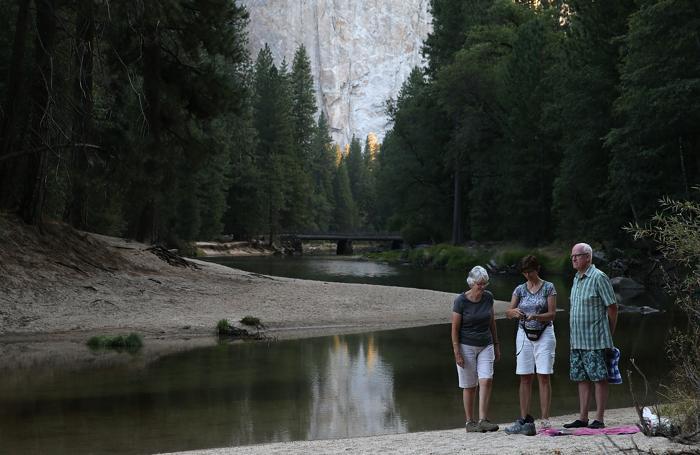 Половина территории Йосемитского национального парка остаётся открытой для туристов, 28 августа 2013 года. Фото: Justin Sullivan/Getty Images