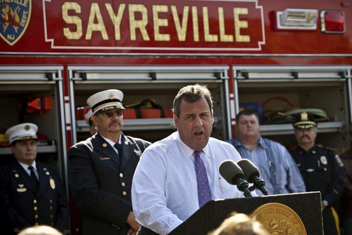В штате Нью-Джерси, США, на который пришёлся пик стихии, губернатор посетил пострадавшие регионы и встретился с местными жителями 29 октября 2013 года в первую годовщину урагана «Сэнди». Фото: Kena Betancur/Getty Images