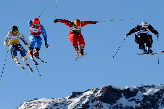 Соревнования по ски-кроссу. Фото: JEAN-PIERRE CLATOT/AFP/Getty Images