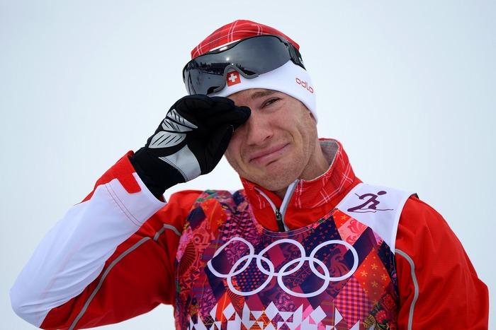 Победитель лыжной гонки по скиатлону на 30 км швейцарский лыжник Дарио Колонья во время награждения на пьедестале почёта, 9 января, 2014 года. Фото:  Harry How/Getty Images