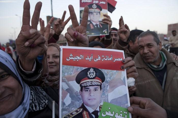 Сторонники министра обороны Египта Абдель Фаттах аль-Сиси голосуют за проект новой конституции. Каир, 15 января, 2014 года. Фото: Ed Giles/Getty Images