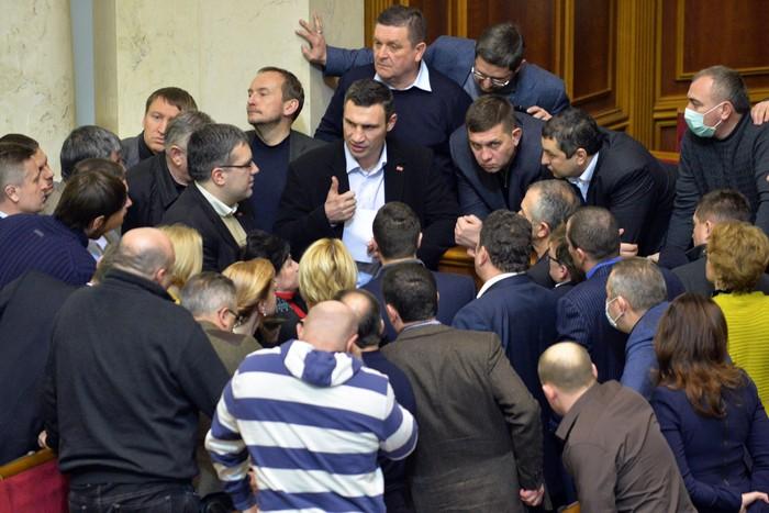 Оппозиция во главе с лидером партии «Удар» Виталием Кличко отказалась голосовать за принятие нового  закона об амнистии, 29 января, 2014 года. Фото: SERGEI SUPINSKY/AFP/Getty Images