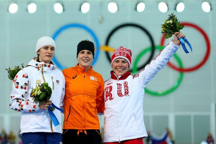 Призёры забега на 3 000 метров на Олимпиаде «Сочи-2014» конькобежки: Мартина Сабликова (серебро), Ирен Вюст (золото), Ольга Граф (бронза), 9 февраля 2014 года. Фото: Quinn Rooney/Getty Images