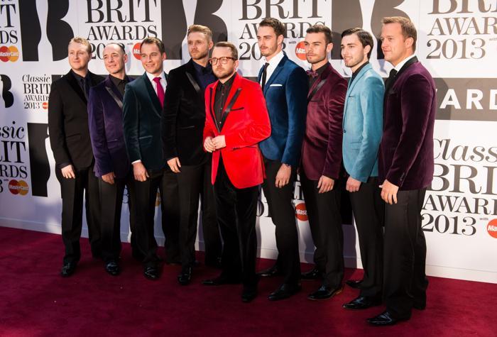 Мужской хор Only Men Aloud принял участие в церемонии вручения музыкальных наград Великобритании в области классической музыки (Classic BRIT Awards 2013) 2 октября 2013 года в Лондоне, Англия. Фото: Ian Gavan/Getty Images