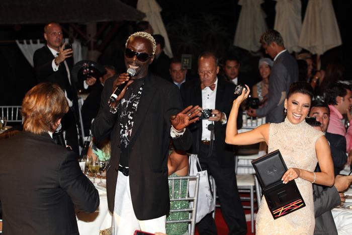 Брюс Бапс и Ева Лонгория на благотворительном ужине Global Gift Gala 2013, который состоялся в отеле Gran Melia Don Pepe Resort 4 августа 2013 года.  Фото: Daniel Perez/Getty Images