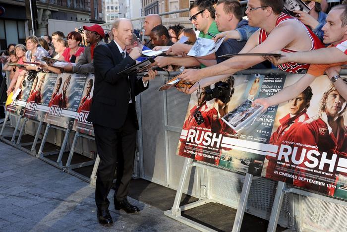 Режиссёр Рон Ховард прибыл на мировую премьеру его драматической киноленты «Гонка» (Rush), состоявшуюся вчера, 2 сентября, в одном из крупнейших лондонских кинотеатров «Одеон» на Лестер-сквер (Odeon Leicester Square). Фото: Stuart C. Wilson/Getty Images for StudioCanal
