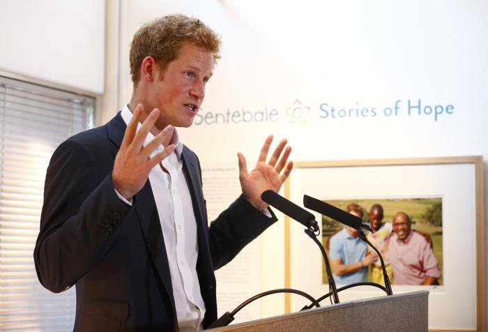 Принц Гарри выступает на закрытом показе фотовыставки «Sentebale — истории надежды» в галерее Getty Images 25 июля 2013 года в Лондоне, Великобритания. Фото: Andrew Winning - WPA Pool/ Getty Images