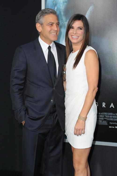 Сандра Буллок и Джордж Клуни прибыли на премьеру фильма «Гравитация», состоявшуюся 1 октября 2013 года в Нью-Йорке, США. Фото: Michael Loccisano/Getty Images