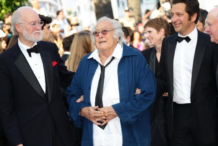 Режиссёр Жорж Лотнер (в центре) принял участие в премьере фильма «Газетчик» во время прохождения 65-го ежегодного Каннского кинофестиваля 24 мая 2012 года, Канны, Франция. Фото: Vittorio Zunino Celotto/Getty Images